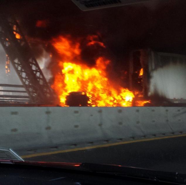 truckfire1.jpg